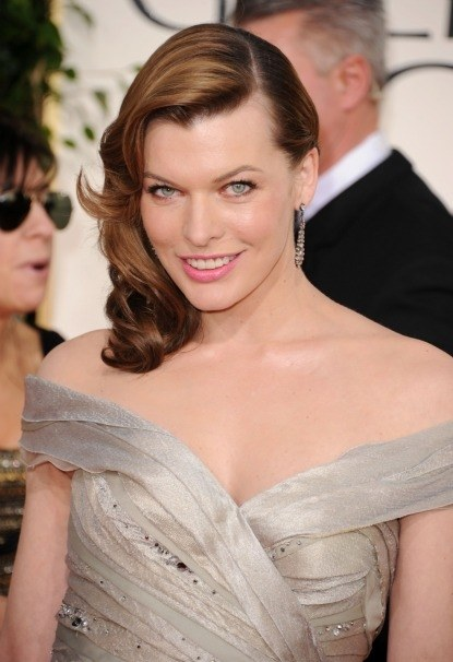 One Haircut 9 Wege: Milla Jovovichs Choppy Mid-Length Locks