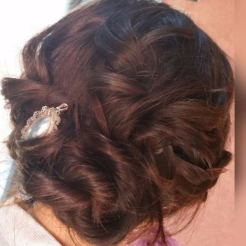 Twisted Zöpfe Low Bun