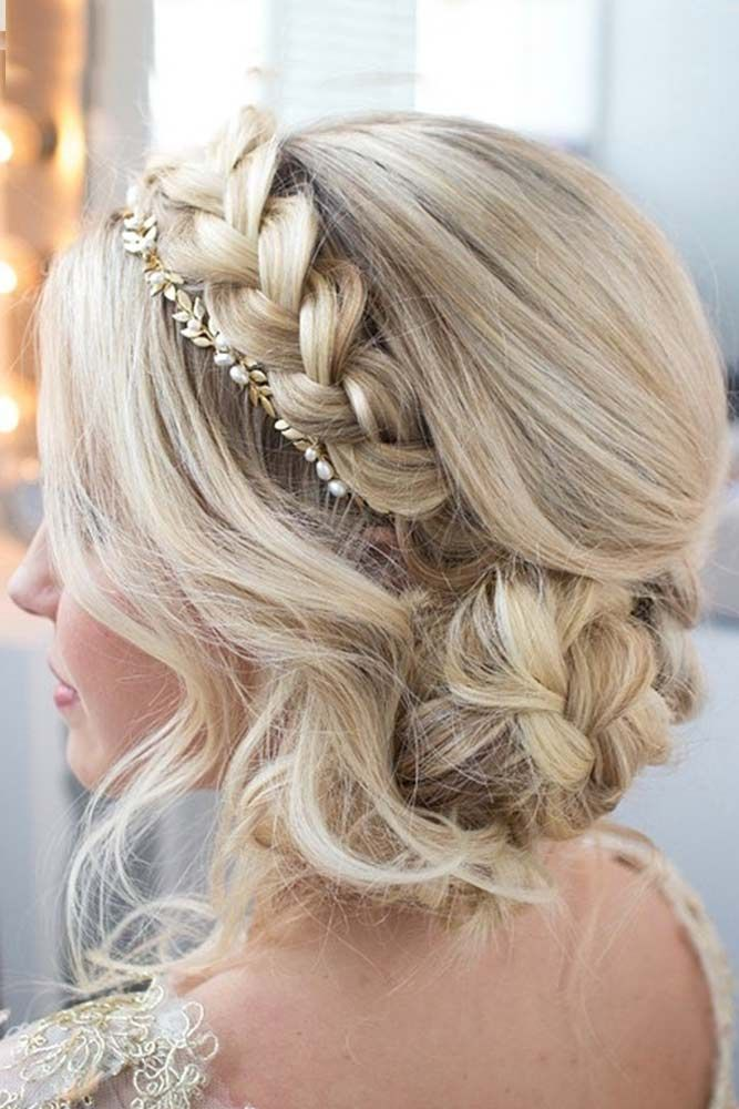 Crown Braided Updo für langes Haar