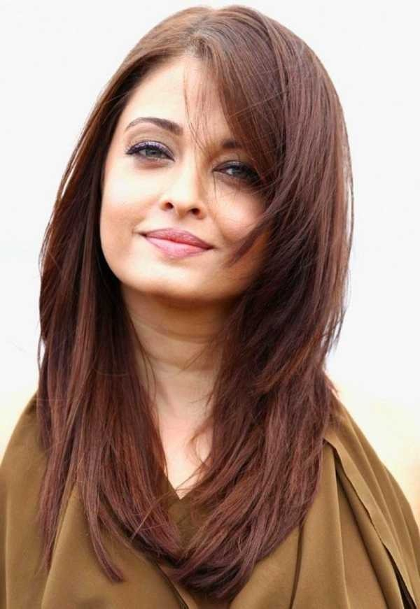 Seite Parted Brunette Long Layered Hair