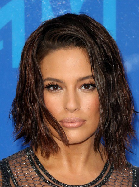Ashley Graham Mittelschwere Bob Frisur
