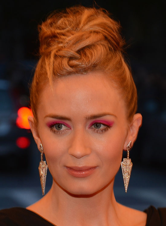 Smart, -textured-und-hoch-Twisted-Topknot-Bun
