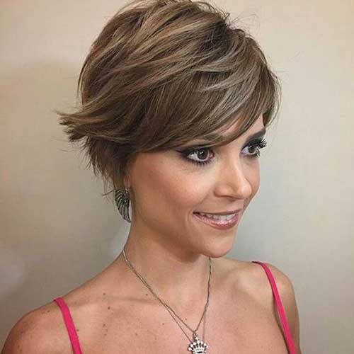 Ash Brown Pixie Schnitt