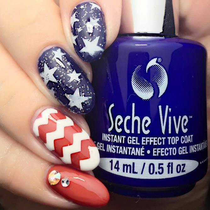 Memorial Day Nageldesigns mit Chevron Accents Bild 3
