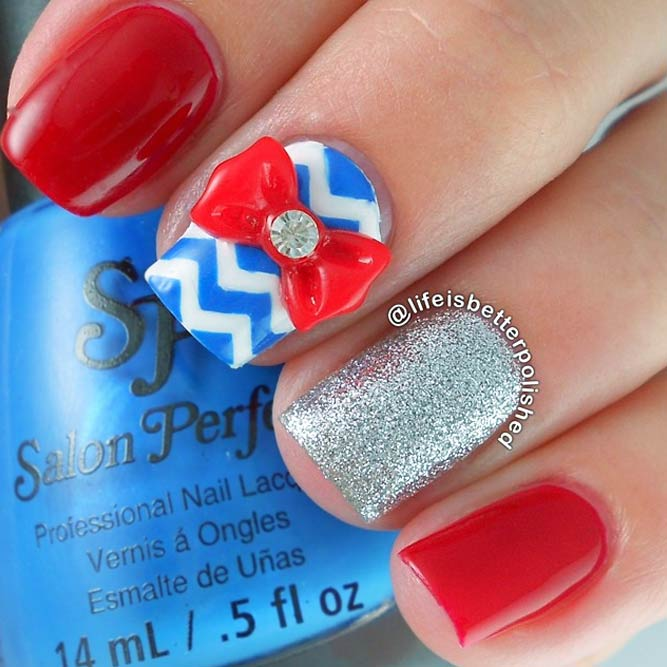 Memorial Day Nageldesigns mit Chevron Accents Bild 2