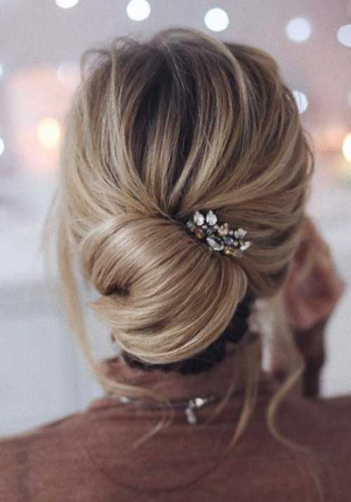 Messy Low Bun Frisuren-12