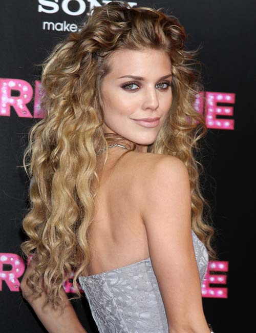 12. Long Sweeping Layers auf Loose Curls