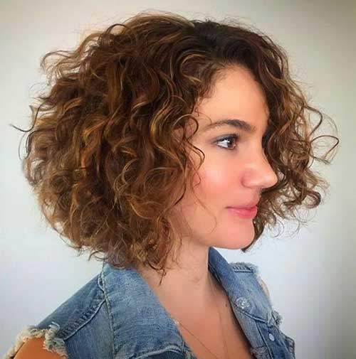 Naturally Curly Bob Frisuren