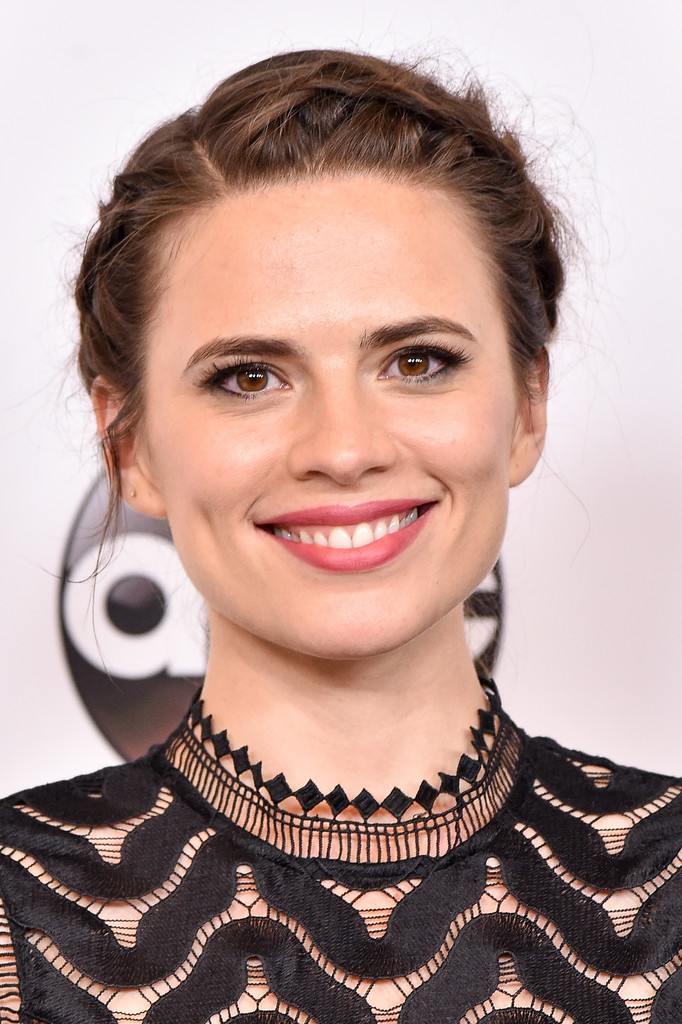 Hayley Atwell Crown Braid über