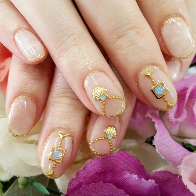 Korean Fashion Nail Art Gold Akzente #jewelrynails #goldnails #negativepacenails
