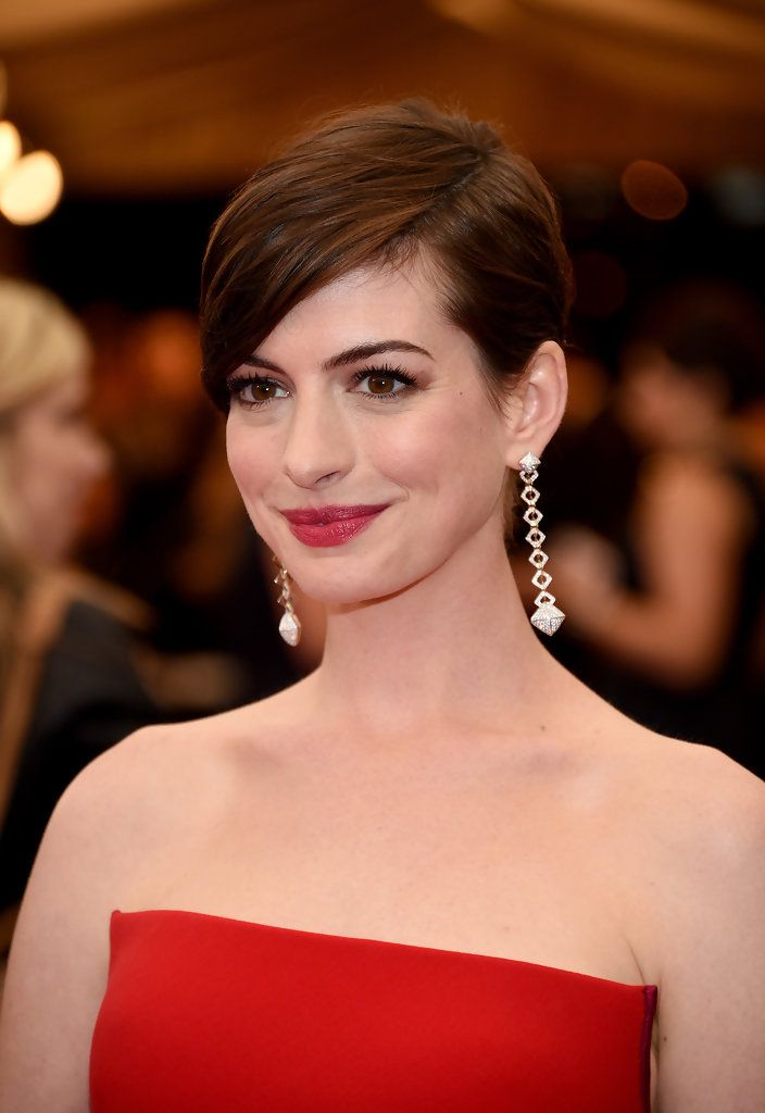 Anne Hathaway Side Parted Bangs