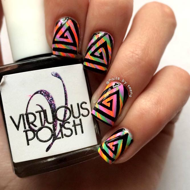 Rainbow Nails mit Vinyl-Design