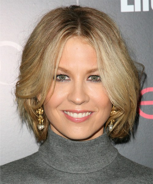 Jenna-Elfman-Medium-Straight-Bob-Frisur
