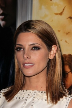 Ashley Greene mittlere gerade Frisuren 2015