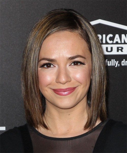 Vanessa-Martinez-Medium-Straight-Bob-Frisur