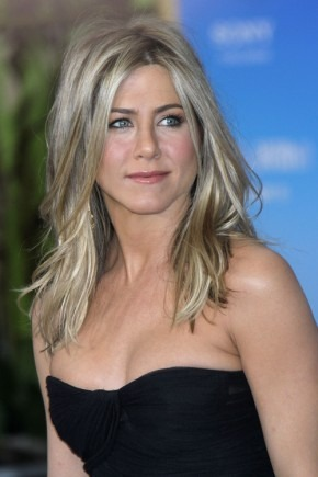 Jennifer Aniston mittlere Frisuren 2015