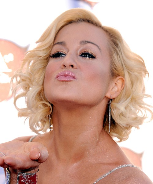 kellie-pickler-medium-curly-bob-frisur