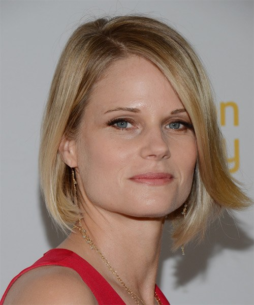 joelle carter-medium-straight-bob-frisur