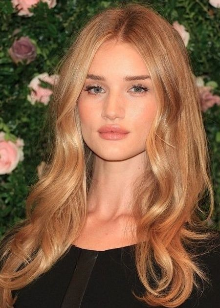 Rosie Huntington Strawberry Blonde Haarfarbe 2019