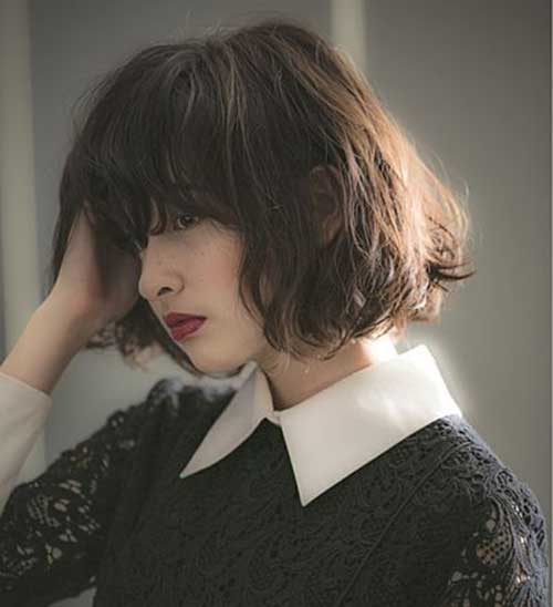 "Kurzer Haarschnitt mit Pony ""width ="" 500 ""height ="" 548 ""srcset ="" https://madamefrisuren.com/wp-content/uploads/2019/06/Short-Haircut-with-Bangs1.jpg 500w, https : //www.eshorthairstyles.com/wp-content/uploads/2017/06/Short-Haircut-with-Bangs1-274x300.jpg 274w, https://www.eshorthairstyles.com/wp-content/uploads/2017/ 06 / Kurzhaarschnitt mit Pony1-383x420.jpg 383w ""sizes ="" (maximale Breite: 500px) 100vw, 500px"